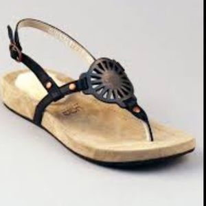 UGG Women's Halendi Sandal
